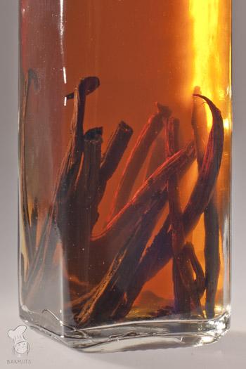 Vanille-extract zelf maken van wodka en vanille recept bakmuts