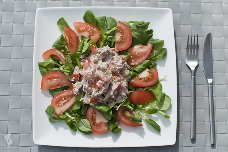 Tonijnsalade met tomaten kappertjes augurk recept bakmuts