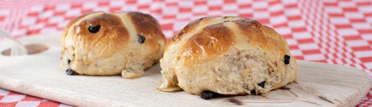 Paasbroodjes of hot cross buns recept van Bakmuts