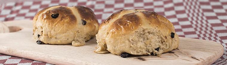 Paasbroodjes of hot cross buns recept bakmuts