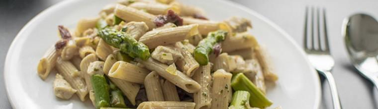 Pasta met asperges en kip recept bakmuts