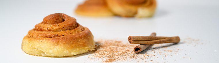 Cinnamon rolls of kaneelbroodjes recept van Bakmuts