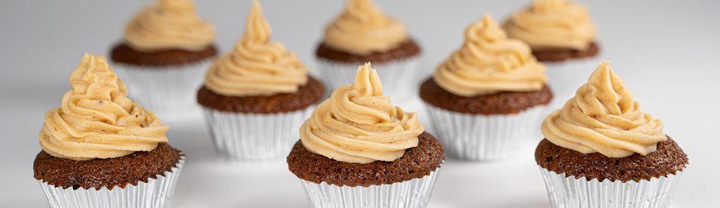 Koffie en walnoot cupcakes met mokkabotercrème recept van Bakmuts