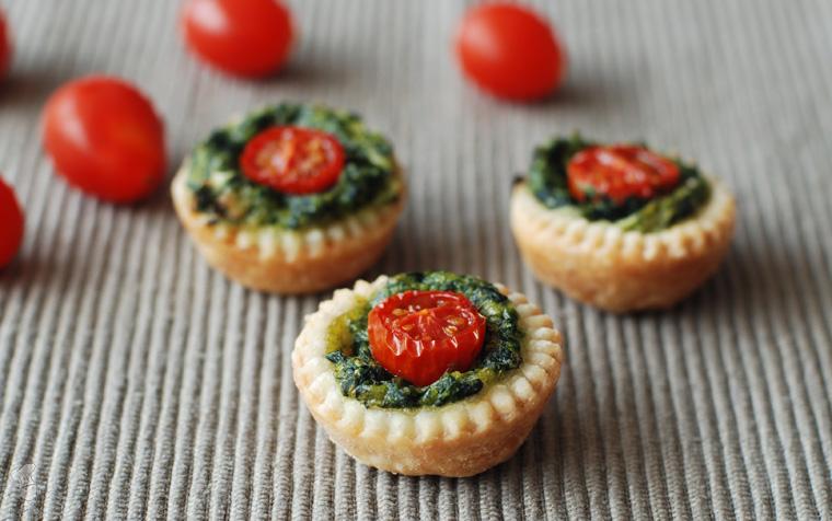 Spinazie-tomaathapje met bladerdeeg recept bakmuts