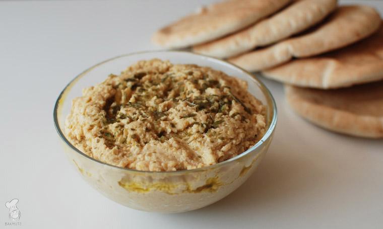 Hummus van kikkererwten en tahin recept bakmuts