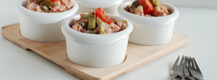 Huzarensalade met corned beef aardappel en augurk recept bakmuts