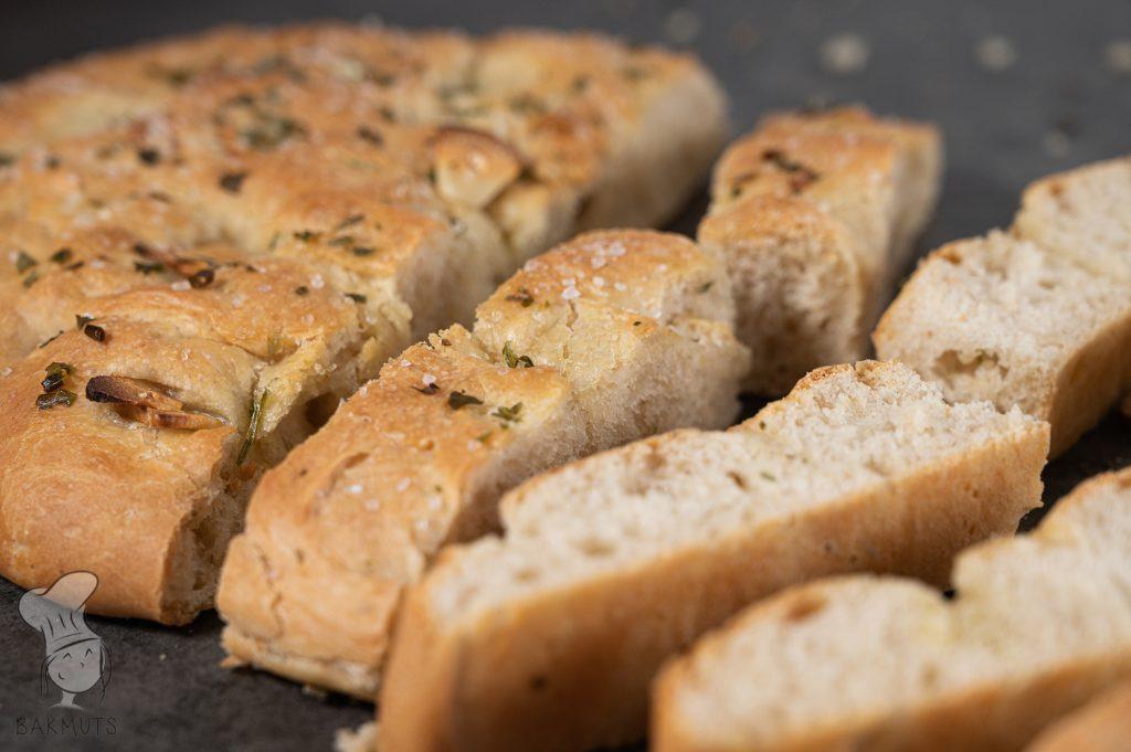 Focaccia met knoflook - een recept van Bakmuts