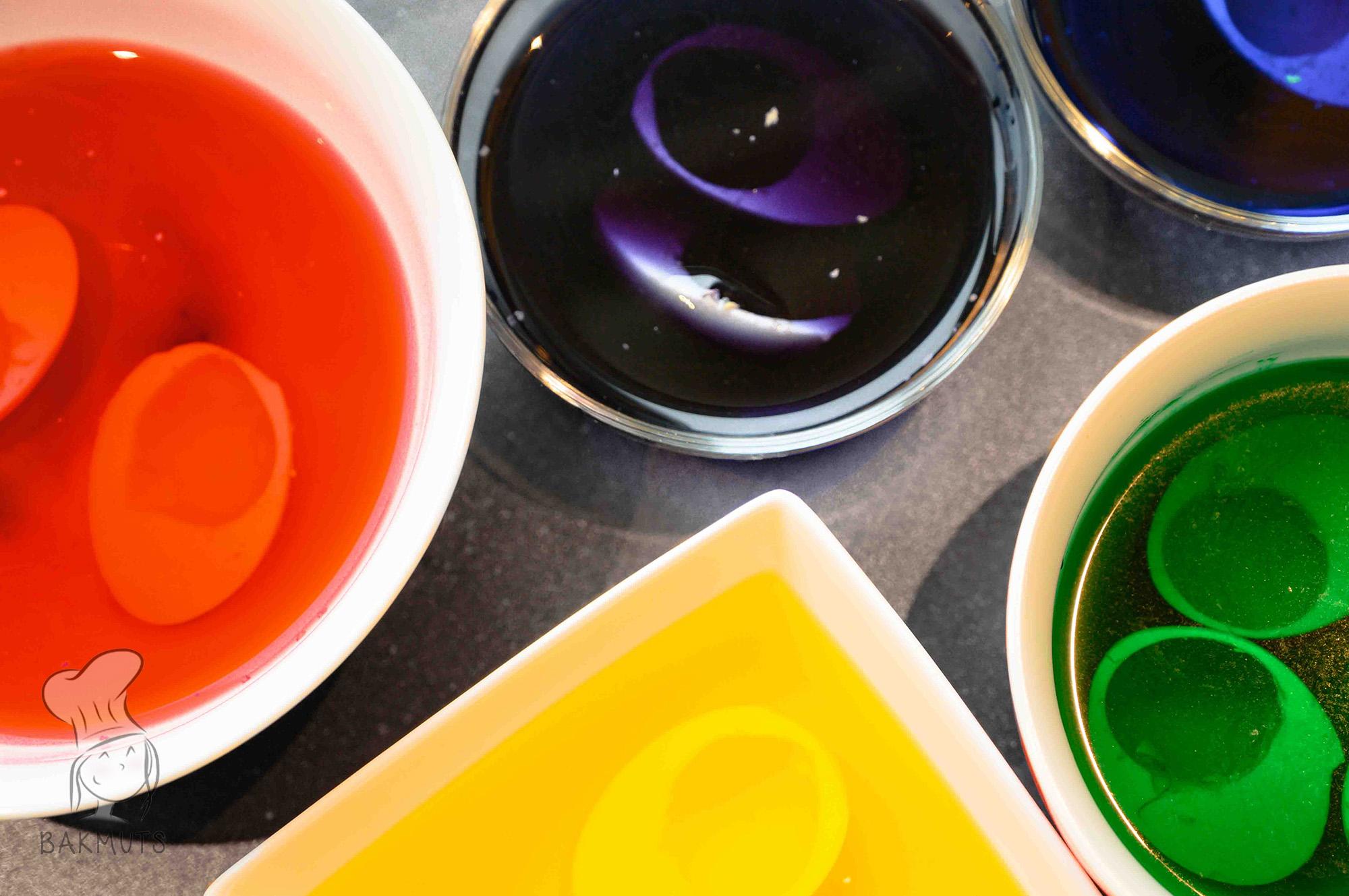 Gekleurde eieren recept van Bakmuts
