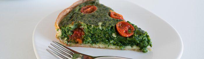 Hartige spinazietaart met tomaten en een bodem van wraps - recept van Bakmuts