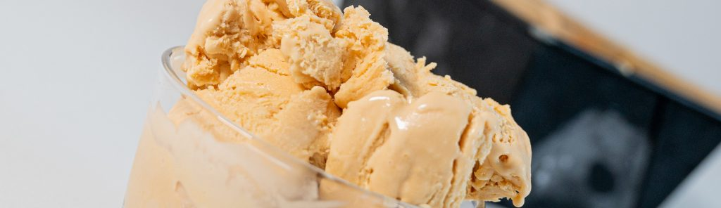 Dulce de leche ijs van gecondenseerde melk - een recept van Bakmuts